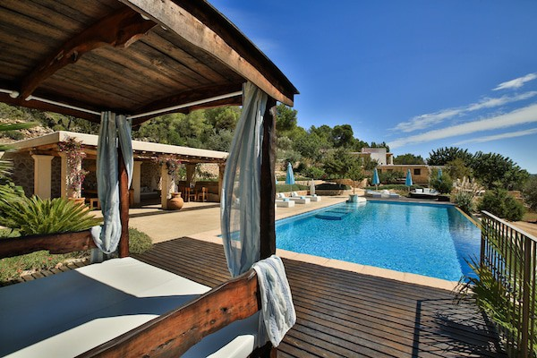 private-ibiza-luxury-chill-lounging-can-frare-1-1